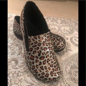 Spring step uniform shoes Sz 37.5 /7.5 glitter
